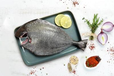 Black Pomfret / Karutha Avoli / Halwa Fish (700g to 3kg) - Whole cleaned (With Skin)