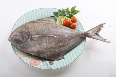 Black Pomfret / Karutha Avoli (700g to 3kg) - Whole