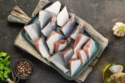 Premium Chinese Silver Pomfret - Curry Cut (may include head pieces)