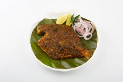 Silver Pomfret / Avoli Pollichathu (cooked in a banana leaf) - pack of 1 fish (130g to 180g)